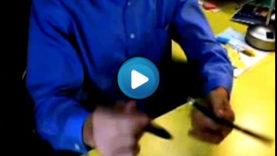 Pen spinning – Incredibile velocita' con le penne